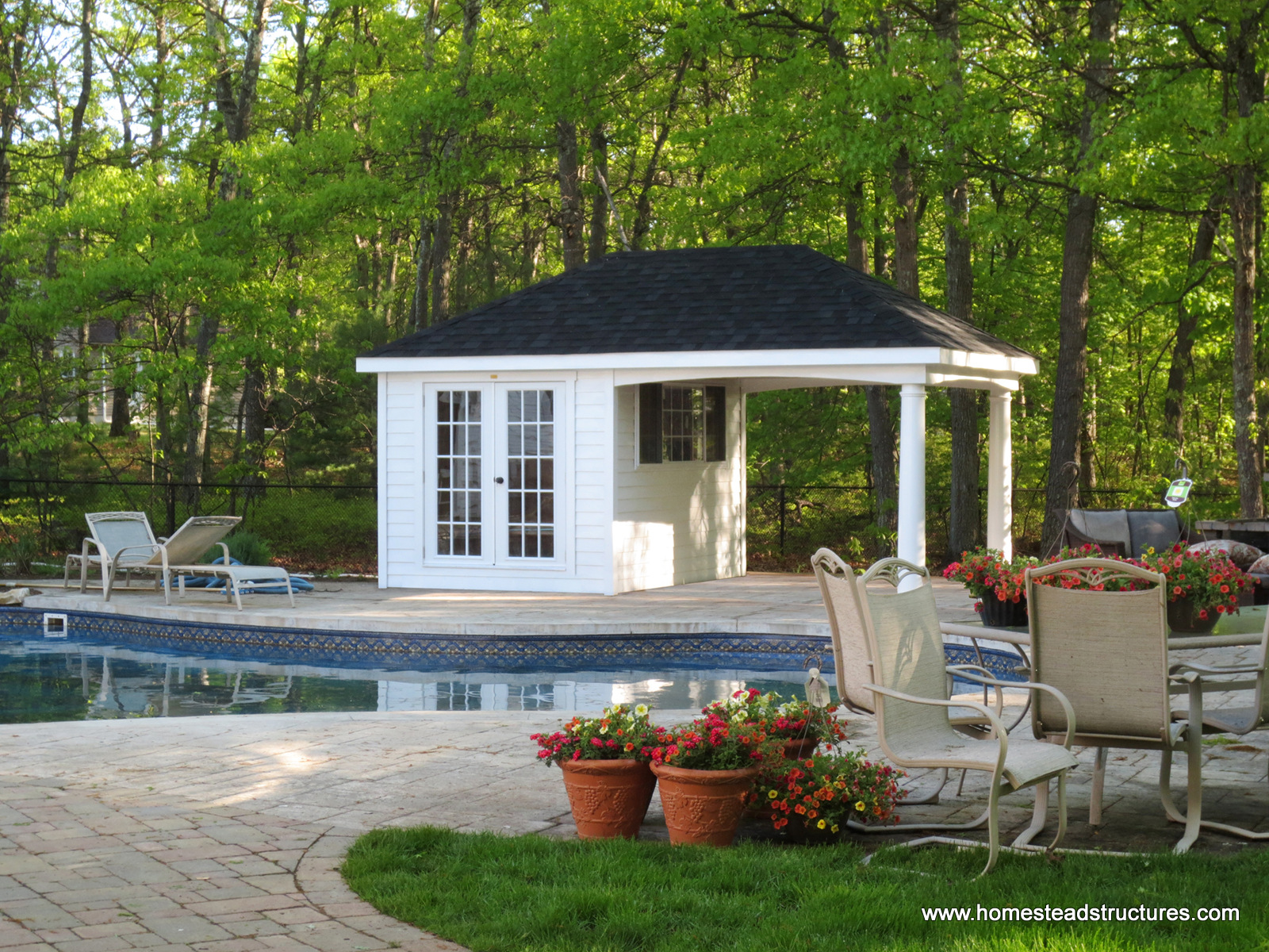 Pool houses cabanas pool sheds pool side bars for Small pool house with bathroom