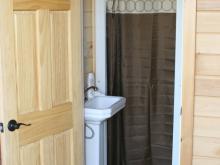 Full bathroom in tiny house